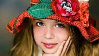 Volanlı Örgü Kız Şapkası Tarifi