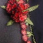 kırmızı katmer katmer iğne oyası motifi