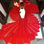 kırmızı renkli dantel sehpa örtüsü