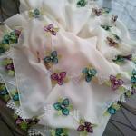 namaz örtüsü için renk renk çiçek motifli iğne oyaları