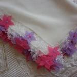pembe eflatun çiçekli iğne oyası namaz bezi örneği