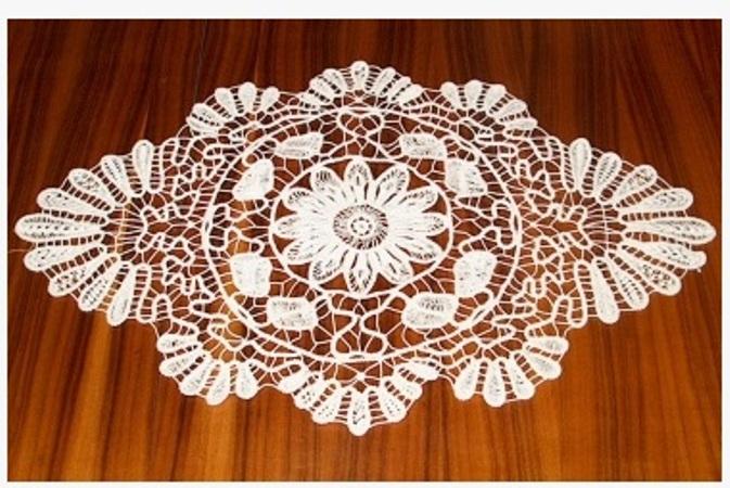 çiçek desenli dantel anglez sehpa örtüsü modeli