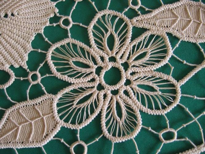 altı yapraklı çiçek motifli dantel anglez motifi