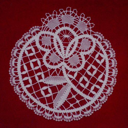 gül motifli dantel anglez örtü modeli