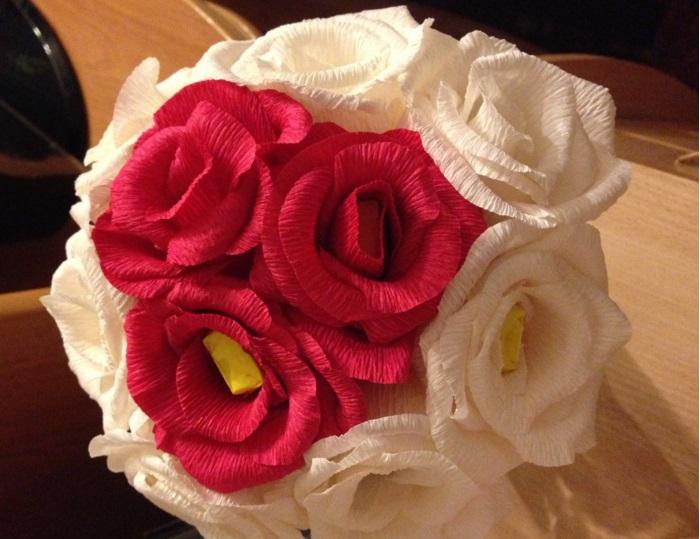 Как сделать розу гофрированной бумаги