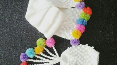 Renkli ponponlu atkı bere takımı